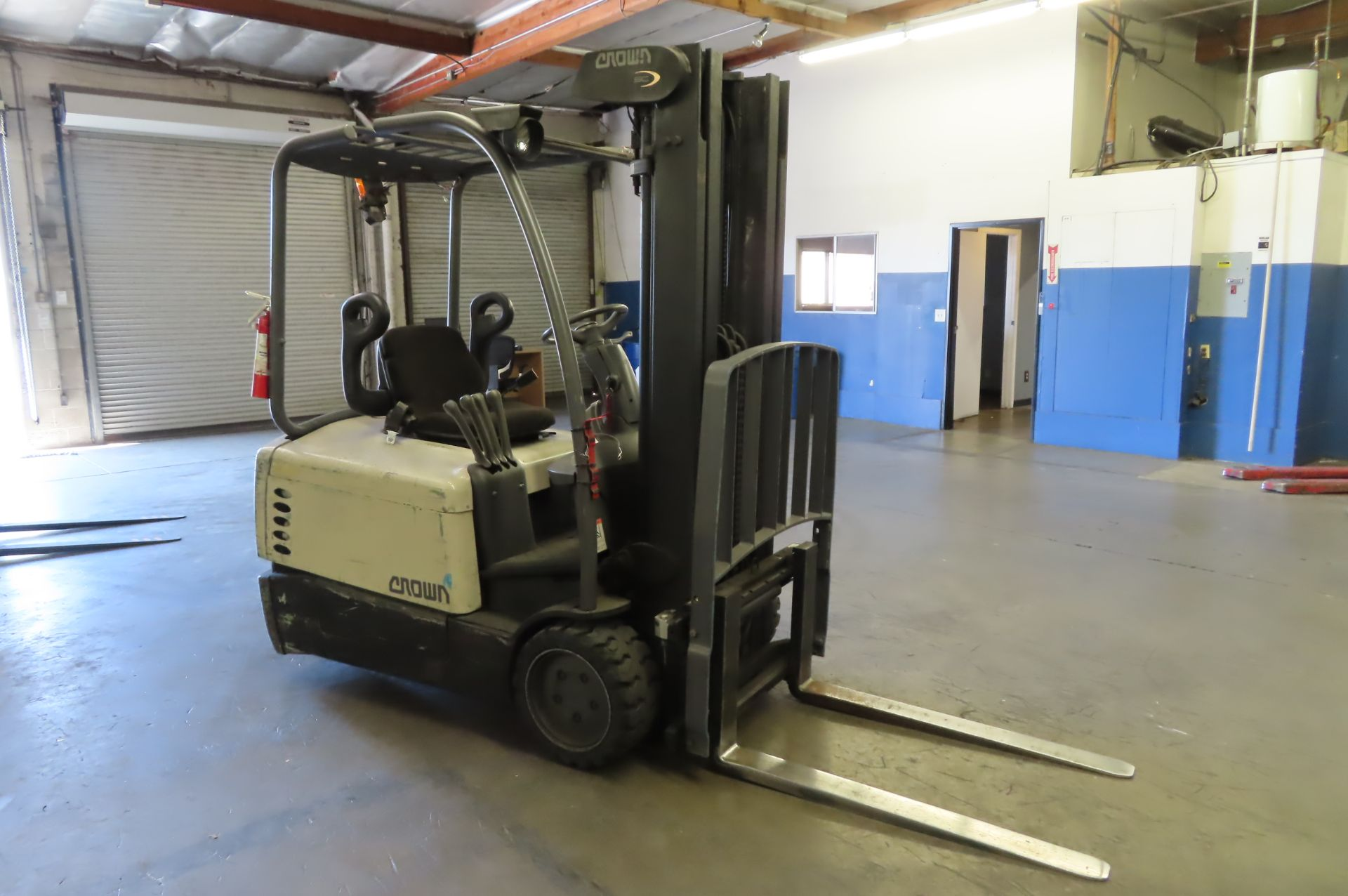 Electric Forklift - Image 2 of 4