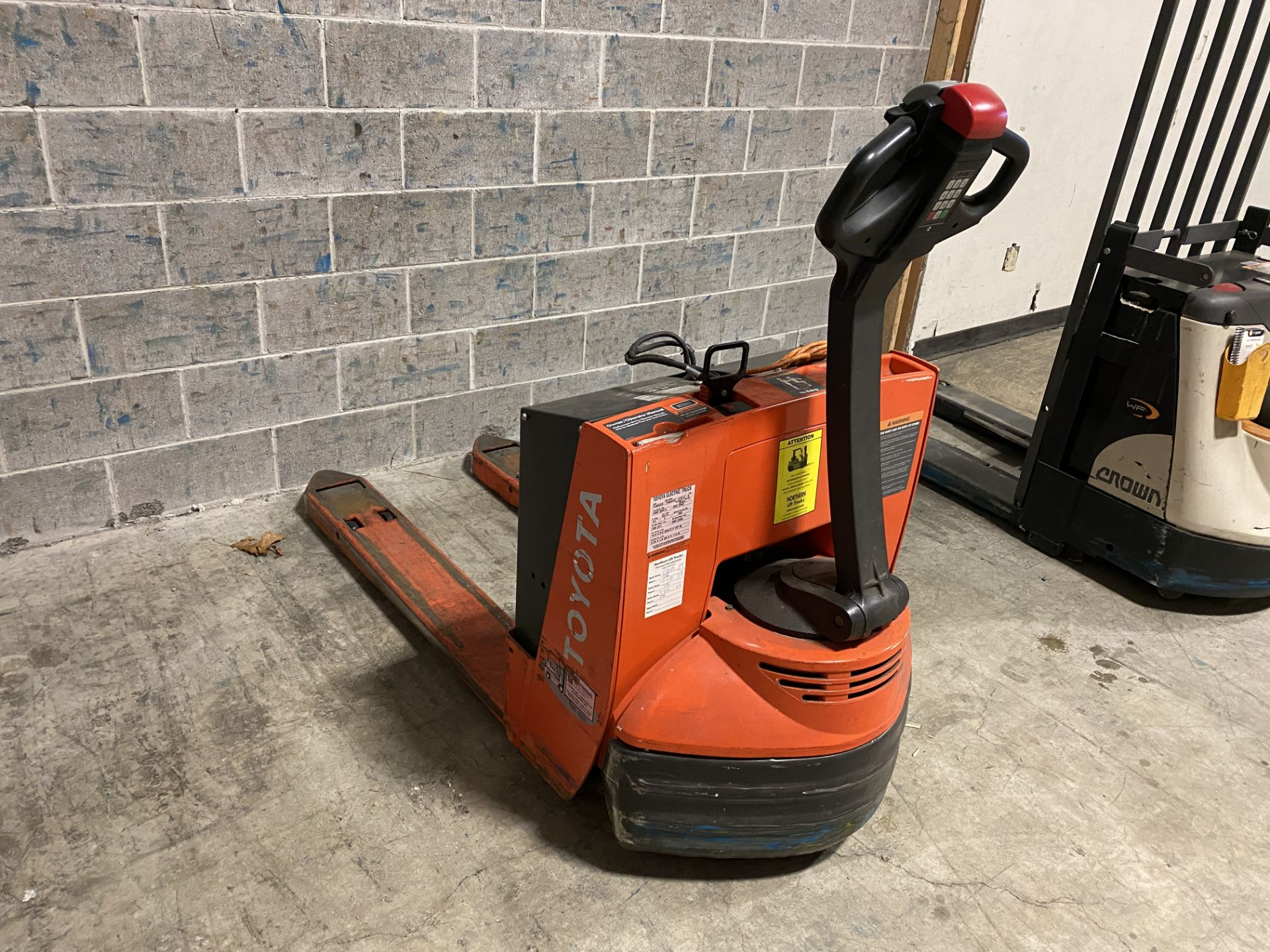 Toyota Electric Pallet Mover - Image 2 of 3