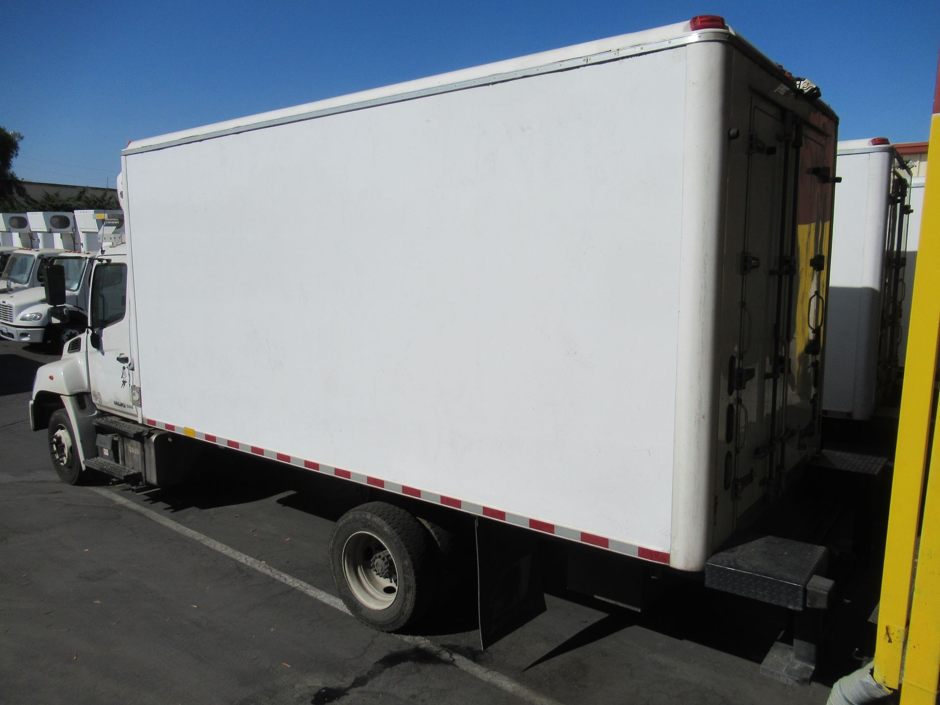 2018 Hino refrigerated truck - Image 4 of 9