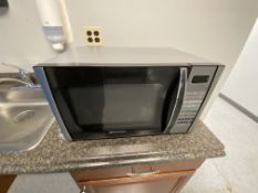 Emmerson 900W microwave