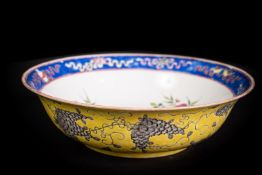 Arte Cinese A porcelain dish painted with floral motif and bearing a red iron mark Da Ya ZhaiChina,