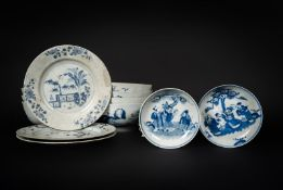 Arte Cinese A group of twenty-six blue and white porcelain dishes and bowls China, Qing dynasty, 18