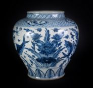 Arte Cinese A Yuan style blue and white porcelain fish jar China, late 19th century .