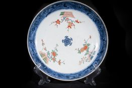 Arte Cinese A porcelain dish painted with polychrome flowers China, Ming period or later .