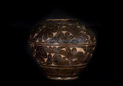 Arte Cinese A large black glazed citzhou jarChina, Jurchen / XiXia, 12th / 13th century.