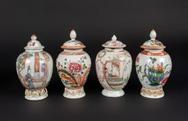 Arte Cinese Two pairs of export porcelain jugs with coverChina, Qing dynasty, 18th century .