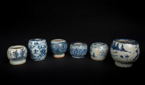 Arte Cinese A group of six blue and white porcelain incense holders China, Qing, 18th century.