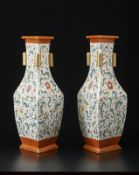 Arte Cinese A pair of triangular shaped famille rose porcelain vases bearing a Qianlong six charact
