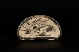 Arte Cinese A small bean shaped cizhou headrest decorated with a small bird China, Ming dynasty,