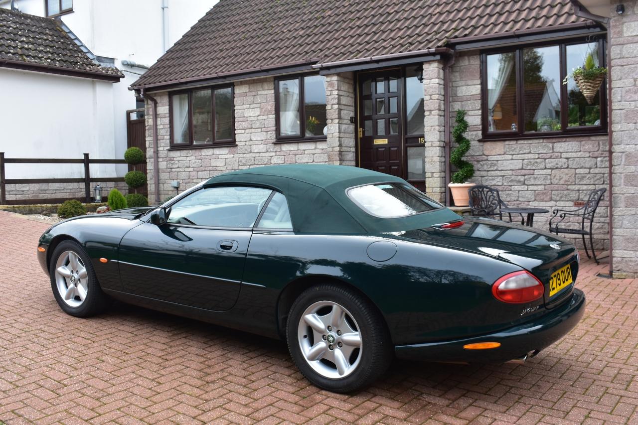 Lot 2 - A 1998 Jaguar XK8 convertible Registration number R279 DUR Chassis number SAJJGAFD3AR025856 Engine