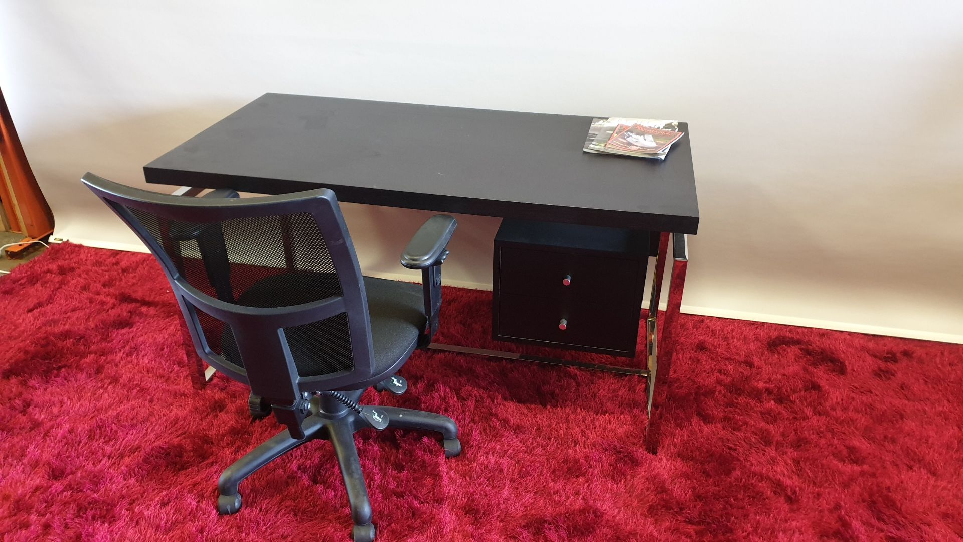Lot 146 - BRAND NEW DARK OAK COLOURED CANTILEVER OFFICE DESK WITH UNDER DRAWER STORAGE SIZE W1350 MM X D700 MM