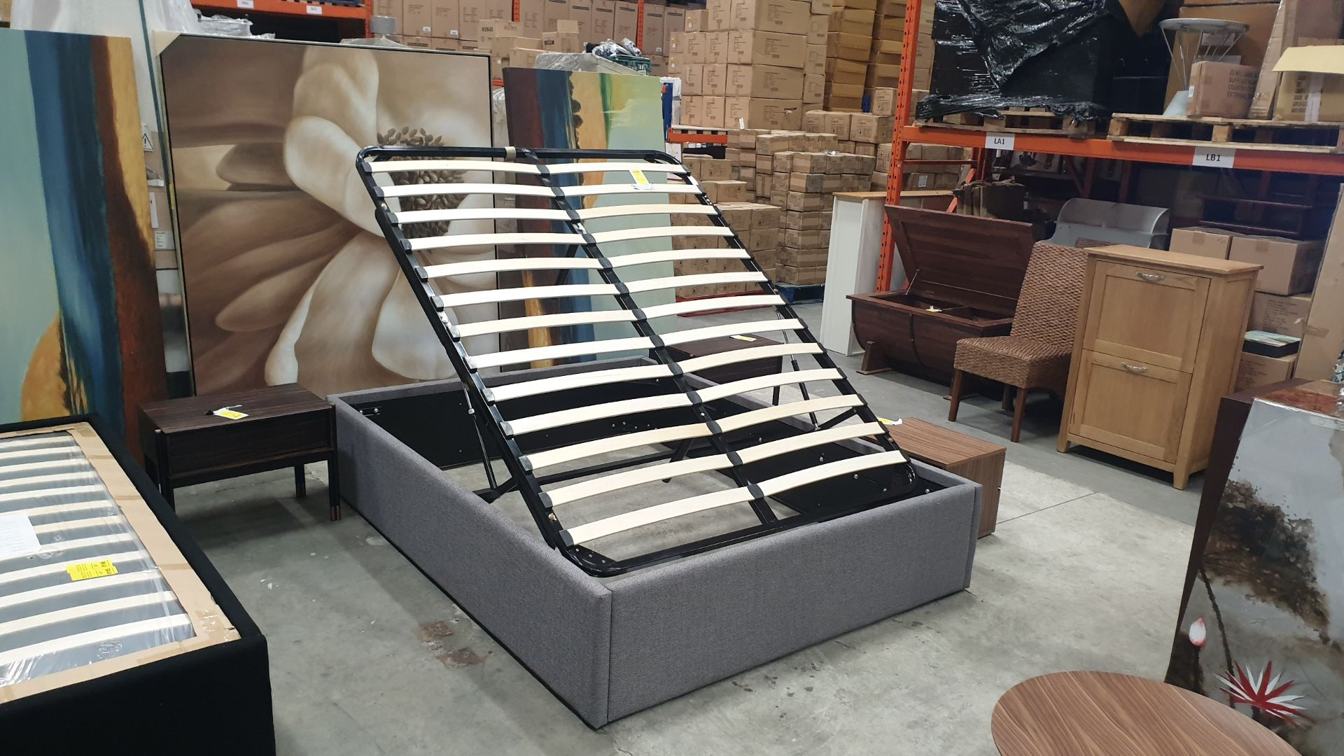 Lot 37 - BRAND NEW HYDRAULIC LIFT STORAGE BED COLOUR KOUSA 1630 X 2130 X 420MM RRP £699