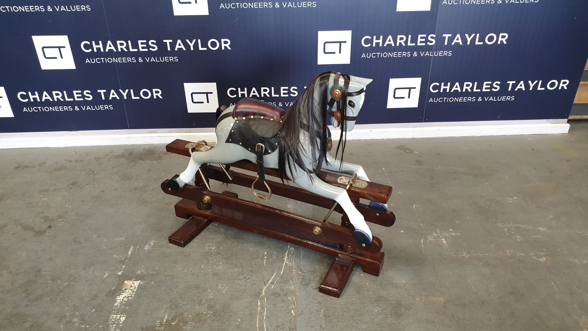 Lot 15 - BRAND NEW SOLID WOODEN GREY ROCKING HORSE 110 X 45 X 90cm RRP £1000