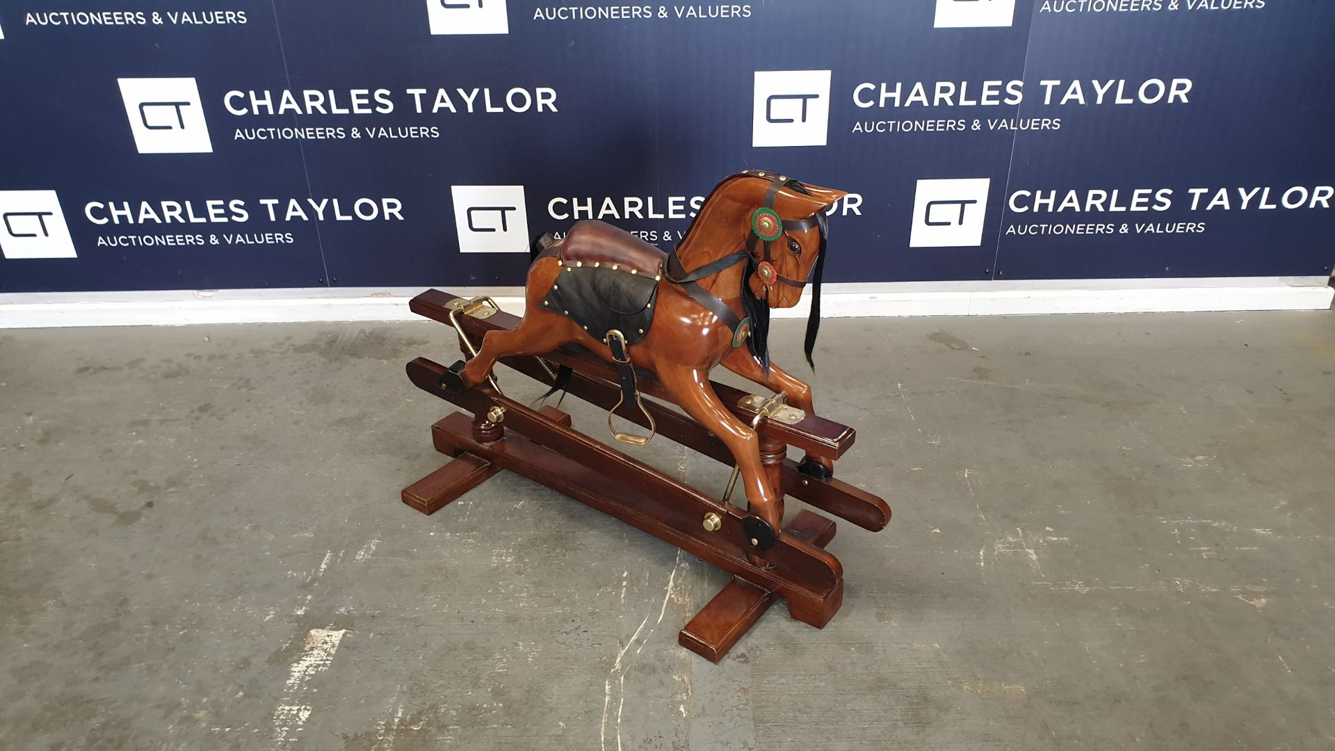Lot 13 - BRAND NEW SOLID WOODEN MAHOGANY ROCKING HORSE 110 X 45 X 90cm RRP £1000