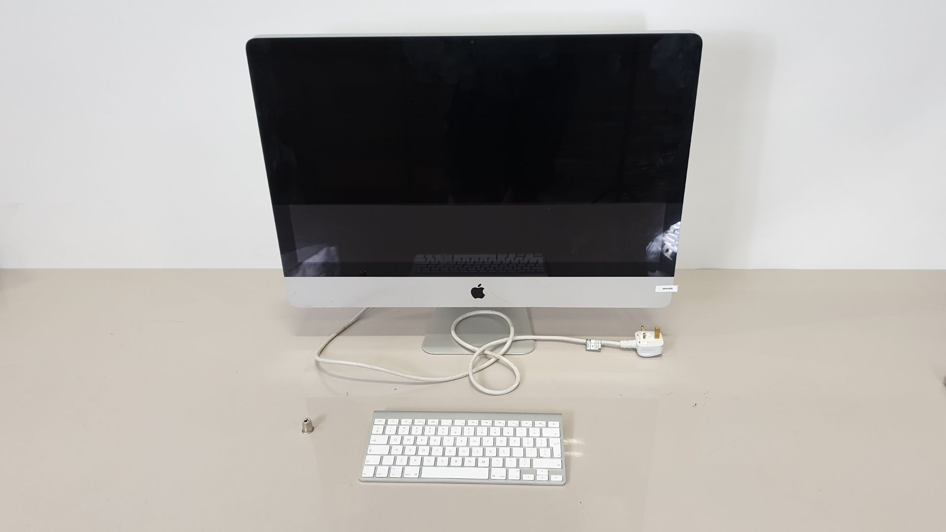 Lot 136 - SILVER APPLE IMAC (MODEL - A1312) (SERIAL NUMBER - W804438RHJX) WITH APPLE KEYBOARD (MODEL