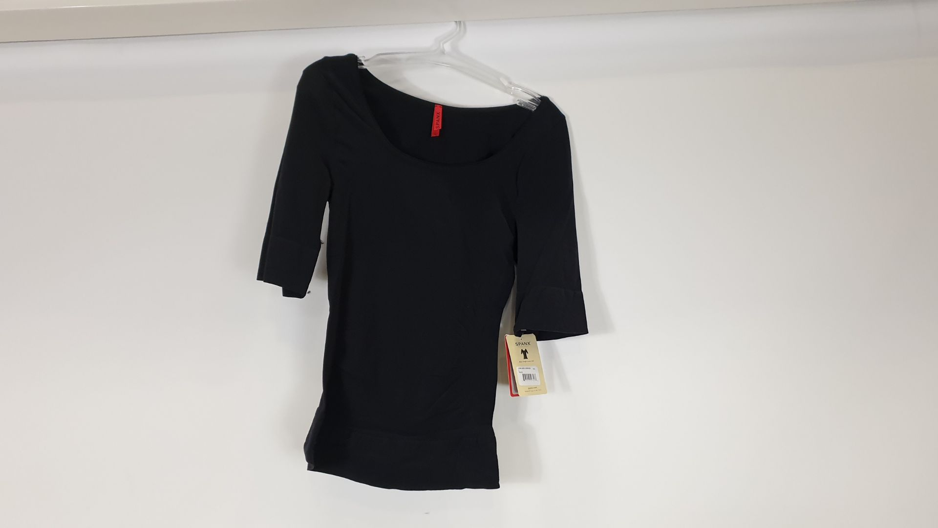 Lot 740 - 12 X BRAND NEW SPANX BLACK ELBOW LENGTH SCOOP NECK - IN SIZE L