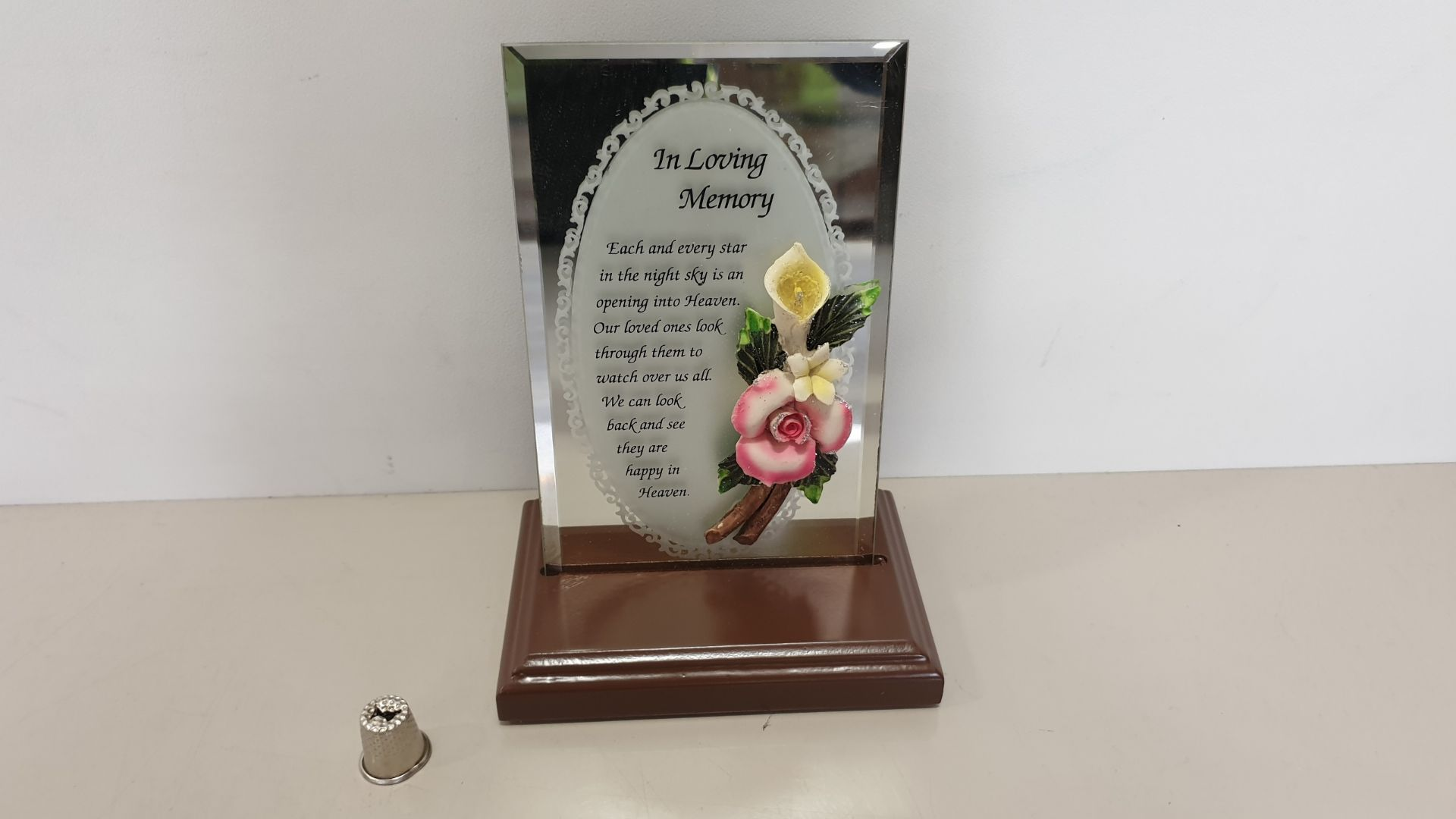 Lot 610 - 108 X BRAND NEW MAYFLOWER COLLECTABLES 'IN LOVING MEMORY' MIRRORED MESSAGE - 4 BOXES AND 12 LOOSE