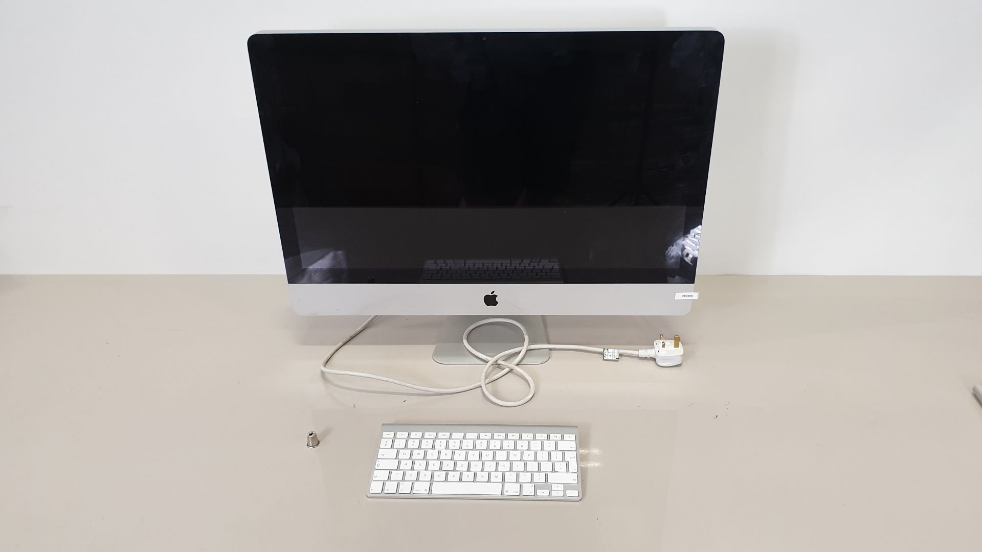 Lot 137 - SILVER APPLE IMAC (MODEL - A1312) (SERIAL NUMBER - CO2GGIJWDMW8) WITH APPLE KEYBOARD (MODEL NUMBER -
