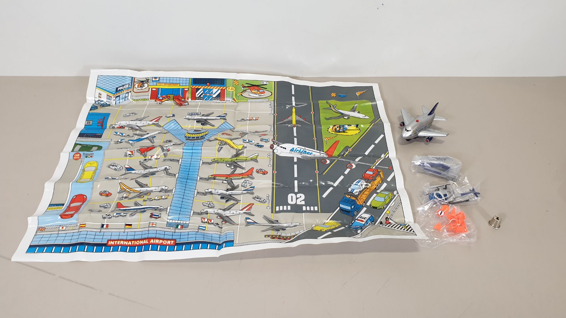 Lot 55 - 96 X BRAND NEW FUN PLANE AIRPORT SETS - INCLUDES 1 X FUN PLANE (BATTERIES INCLUDED), 1 ROAD MAP, 1