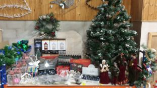 90+ BRAND NEW ASSORTED PREMIER CHRISTMAS LOT CONTAINING CHRISTMAS TREE, GLASS ORNAMENTS TREE