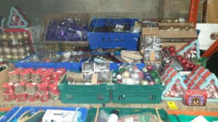 APPROX 500 X PC MIXED CHRISTMAS LOT CONTAINING, VARIOUS STYLES OF BAUBLES, CHRISTMAS CRAFT RIBBON,