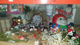 APPROX 100+ PIECE MIXED PREMIER CHRISTMAS LOT IE. LARGE QUANTITY OF ASSORTED CHRISTMAS SCENE LED