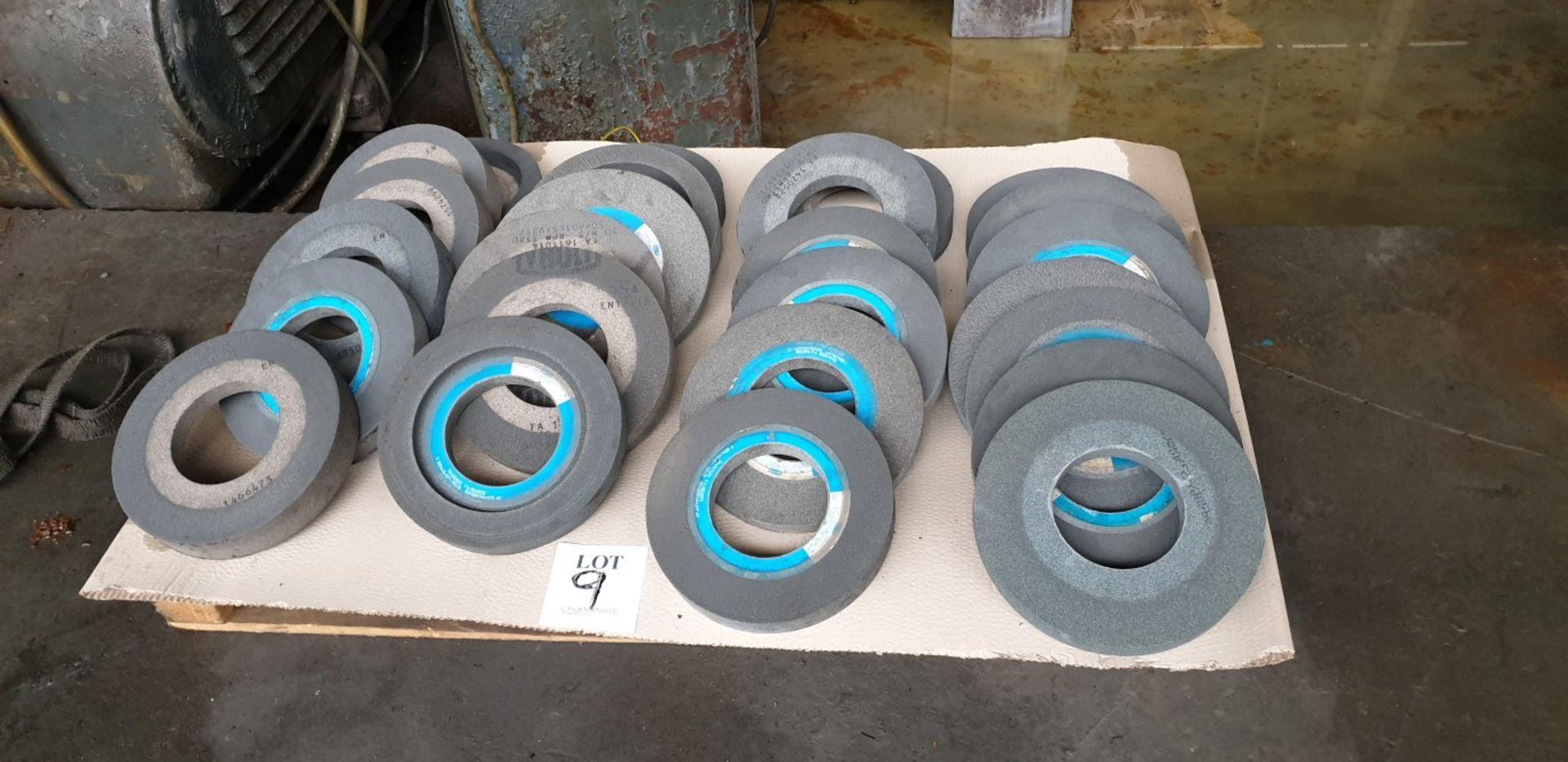 Lot 9 - 25 - medium diameter grinding wheels, 127mm bore