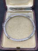 18 carat gold hinged bangle approximately 10 g