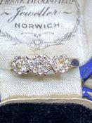 ANTIQUE 18ct GOLD 3 STONE DIAMOND RING