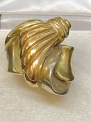 18ct HEAVY SHAPED GOLD RING - 14 GRAMS