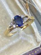 18ct GOLD 0.88ct SAPPHIRE & DIAMOND RING