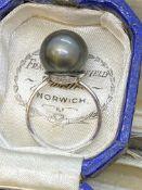 18ct GOLD 15mm BLACK PEARL SET RING - 4.5 GRAMS