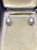 Pearl Earrings - Yellow metal tested as gold - 4 Grams