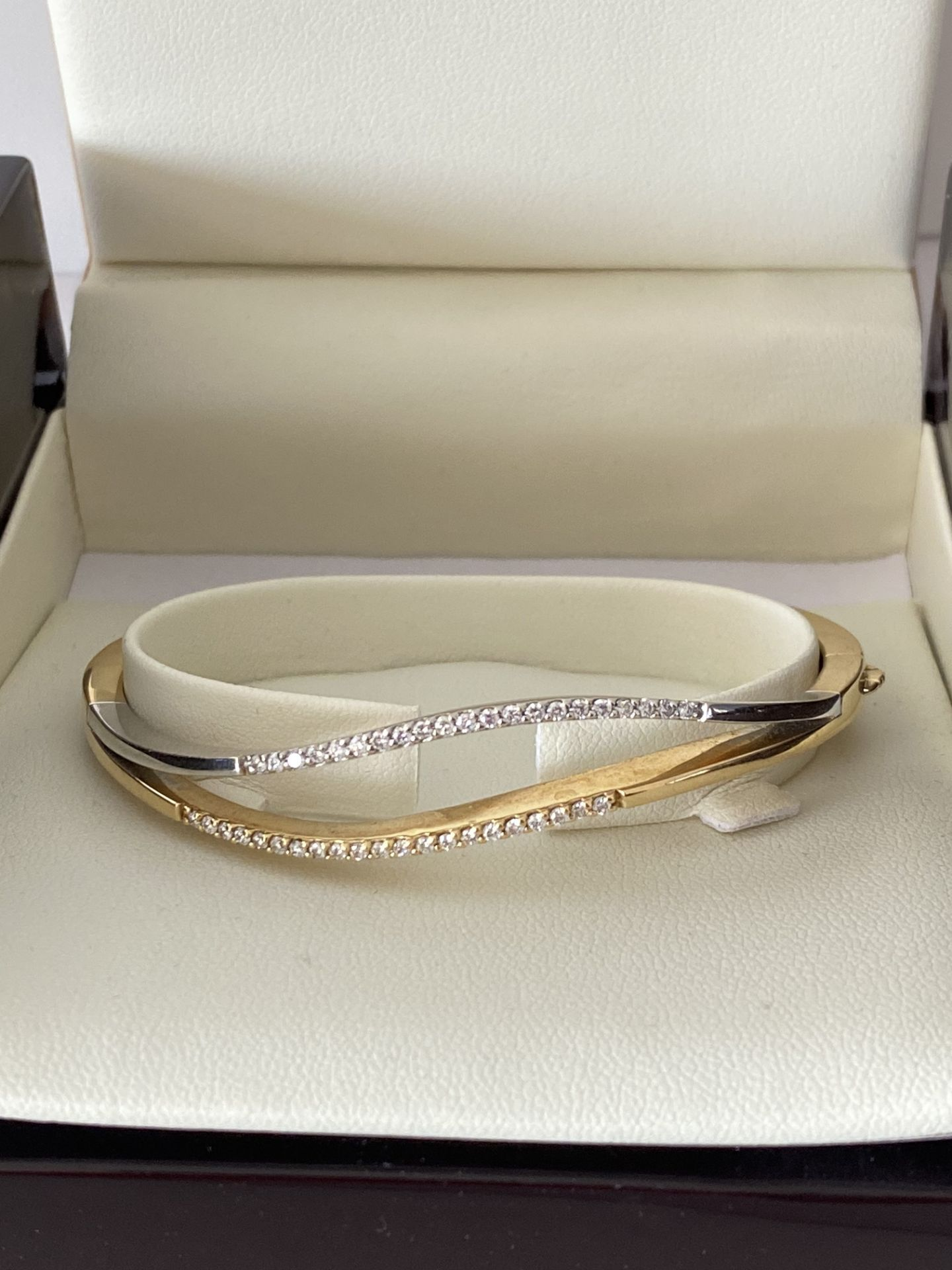 18ct GOLD DIAMOND SET HINGED BANGLE