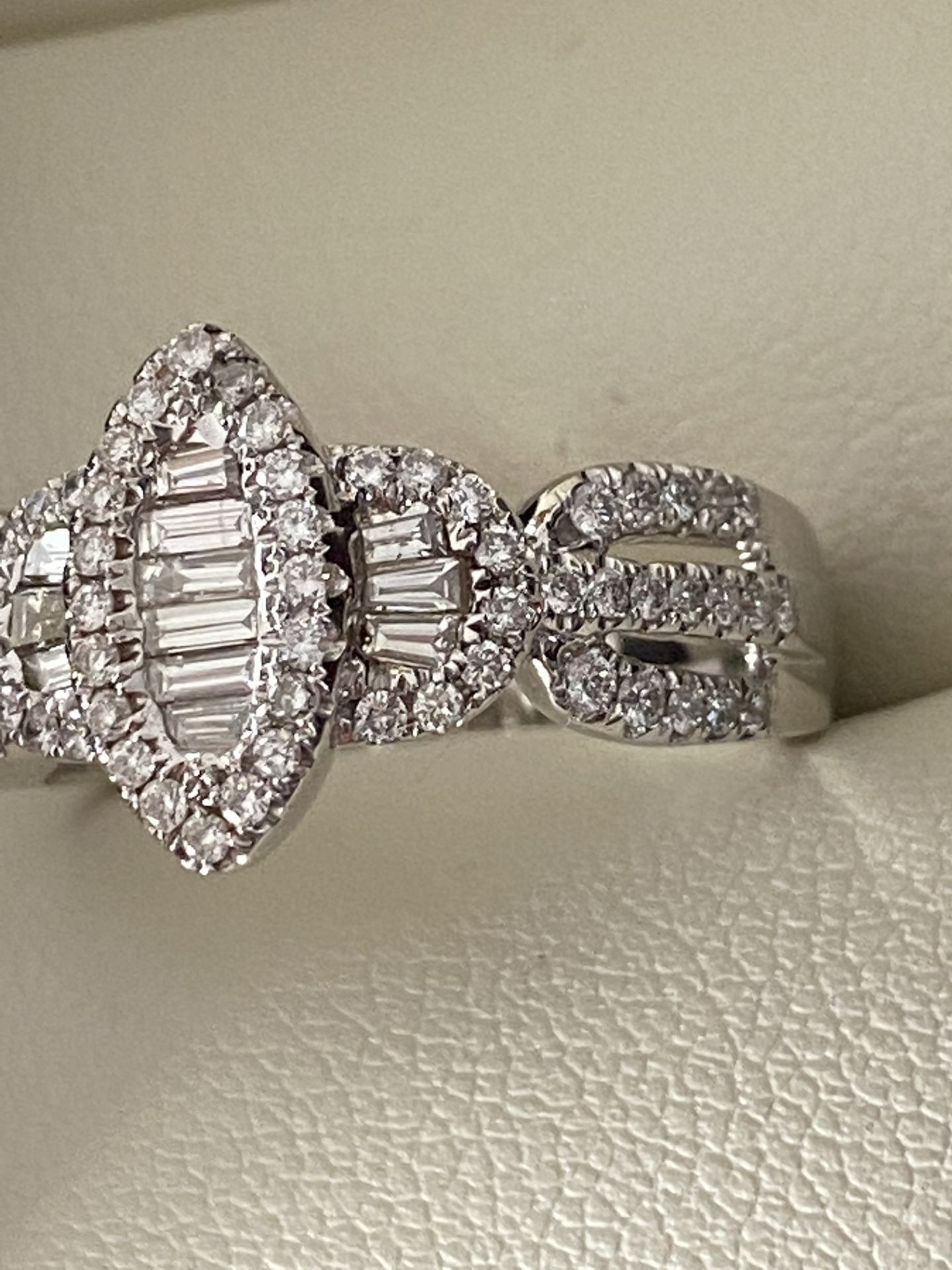 0.69ct DIAMOND MARQUISE SHAPED RING SET IN WHITE GOLD - Image 5 of 6