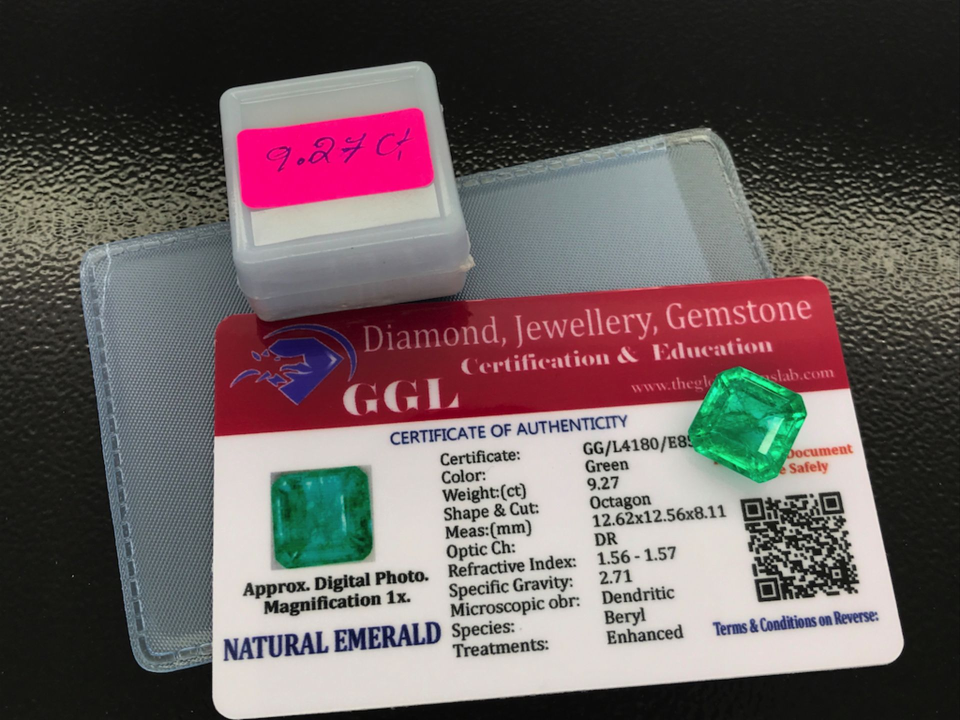 GREEN STONE WITH CARD MARKED EMERALD - Image 2 of 2