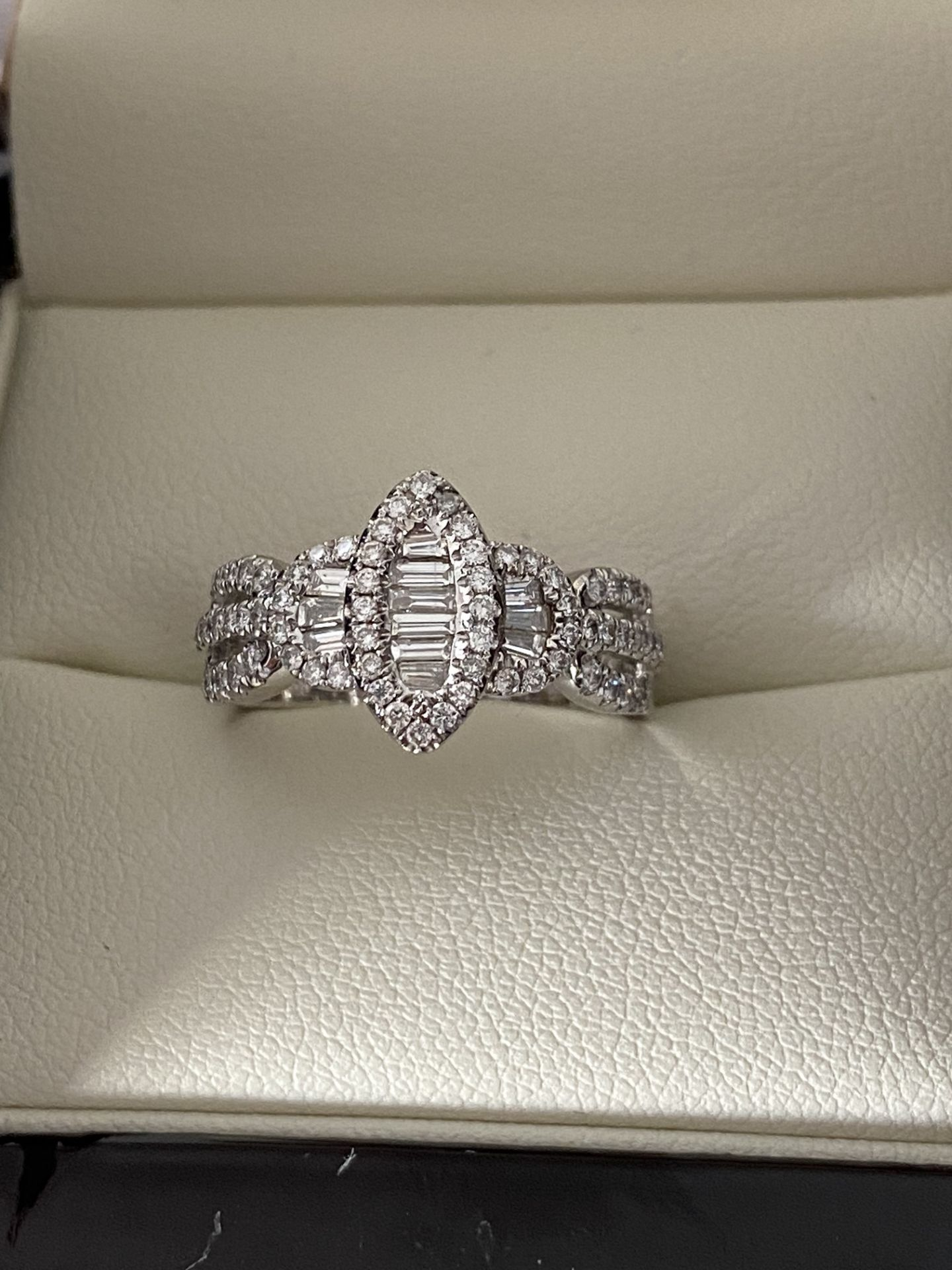 0.69ct DIAMOND MARQUISE SHAPED RING SET IN WHITE GOLD - Image 4 of 6