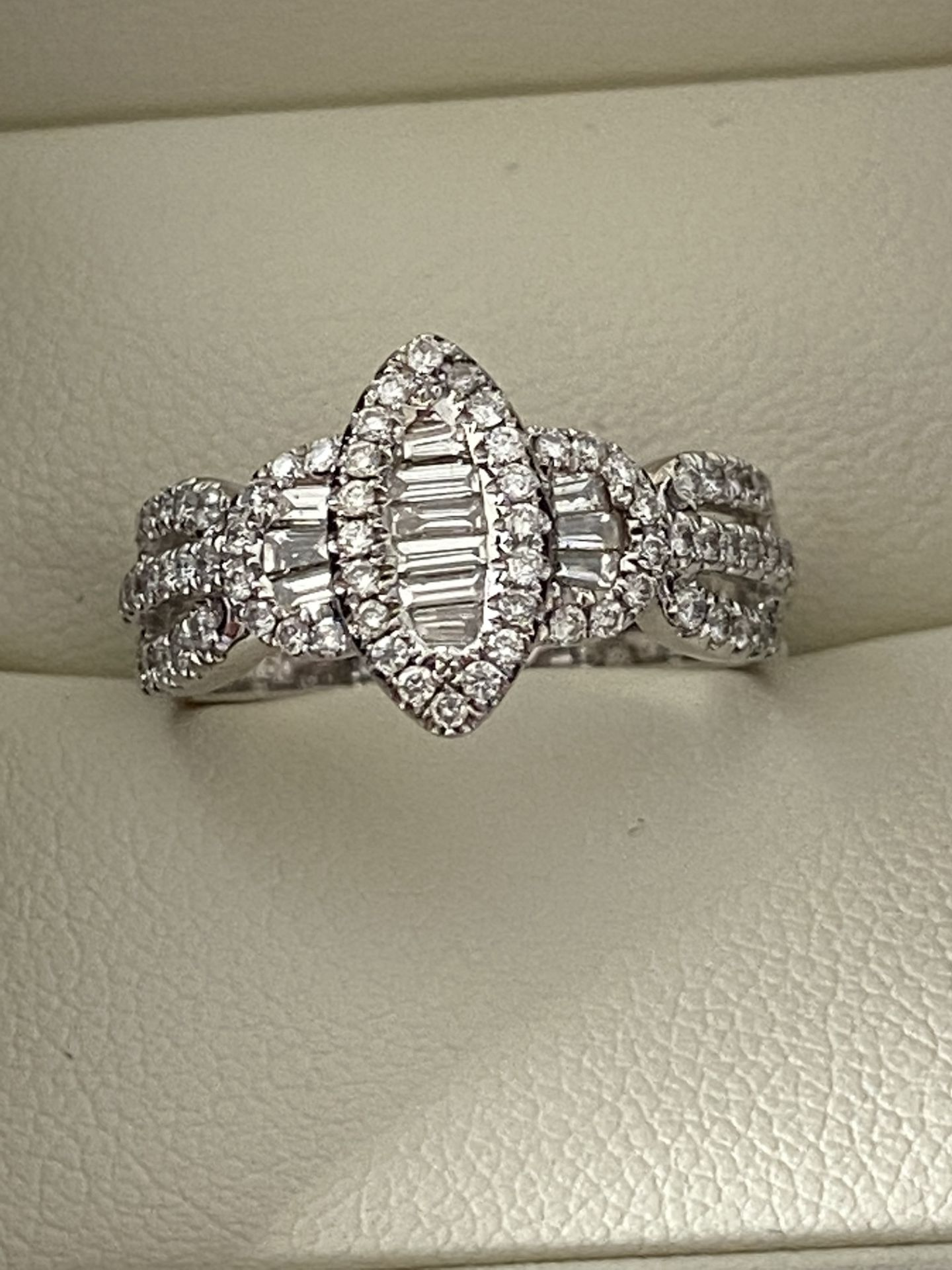 0.69ct DIAMOND MARQUISE SHAPED RING SET IN WHITE GOLD - Image 3 of 6