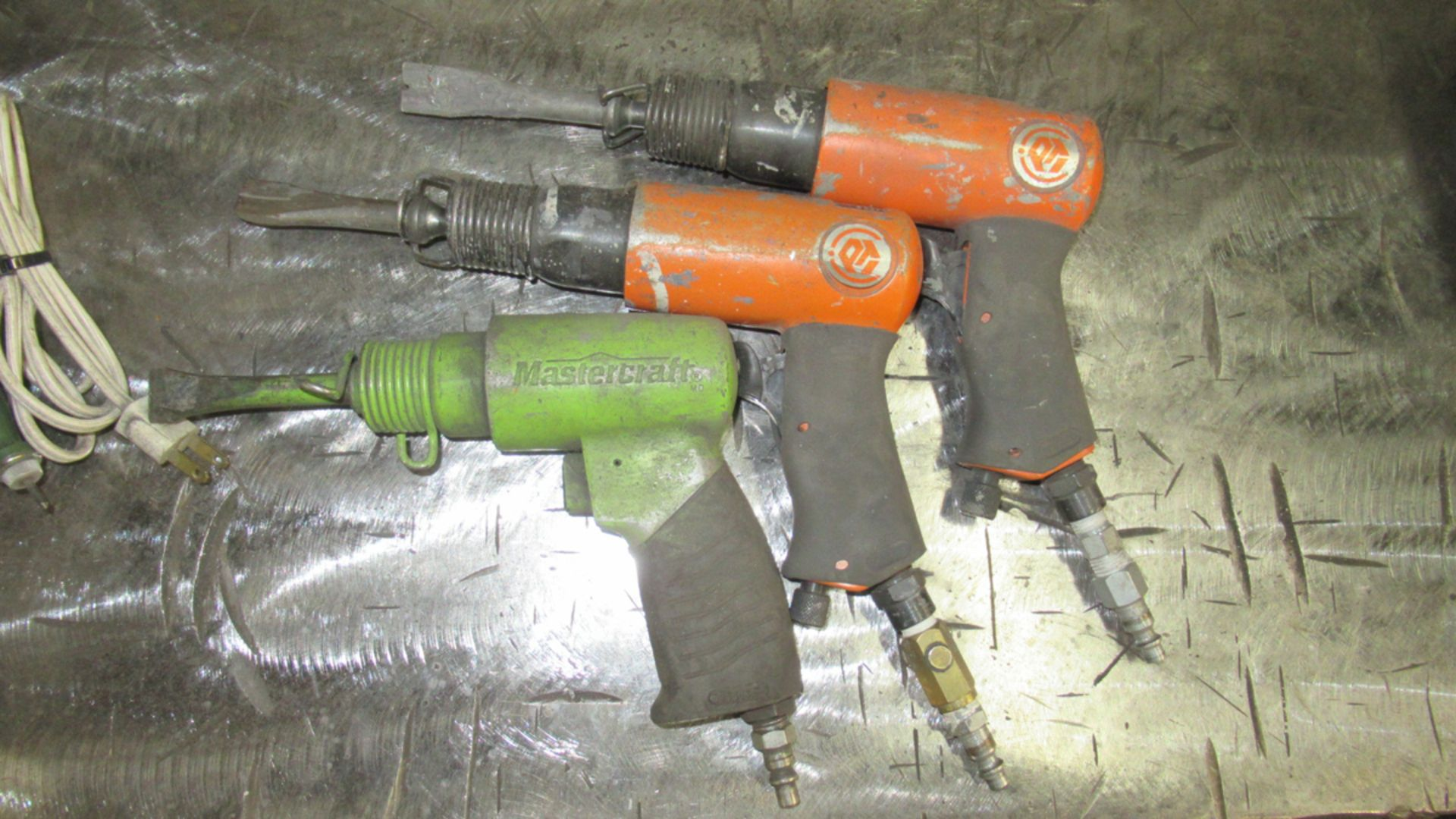 Lot 29 - LOT OF 3 AIR CHIPPERS