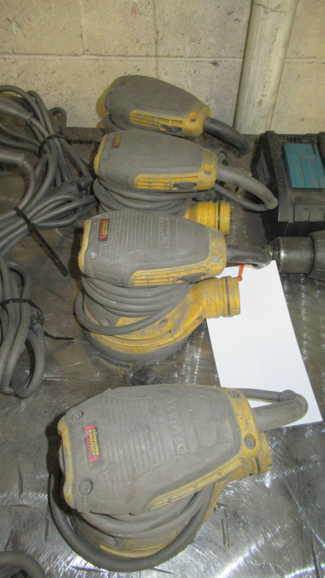 Lot 38 - LOT OF 3 ELECTRIC PALM SANDERS