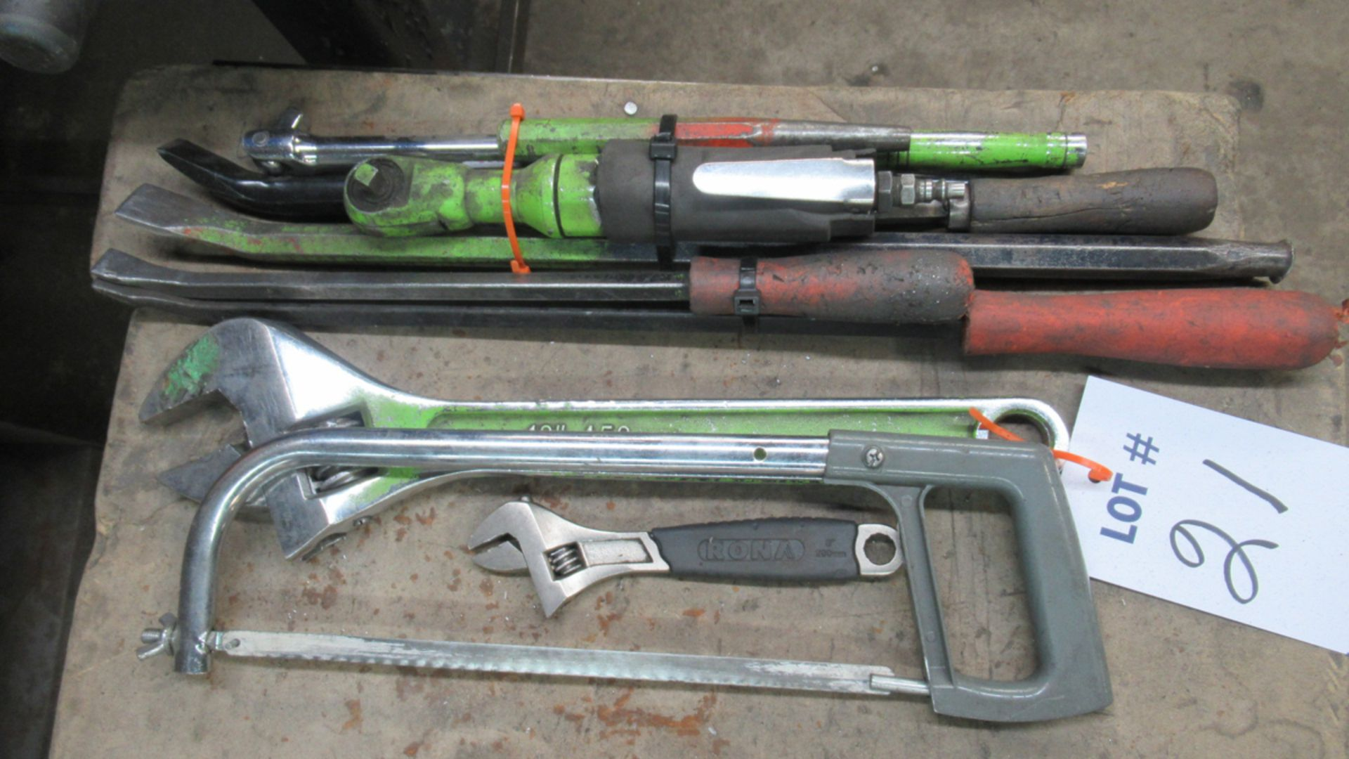 Lot 21 - LOT OFASSORTED TOOLS