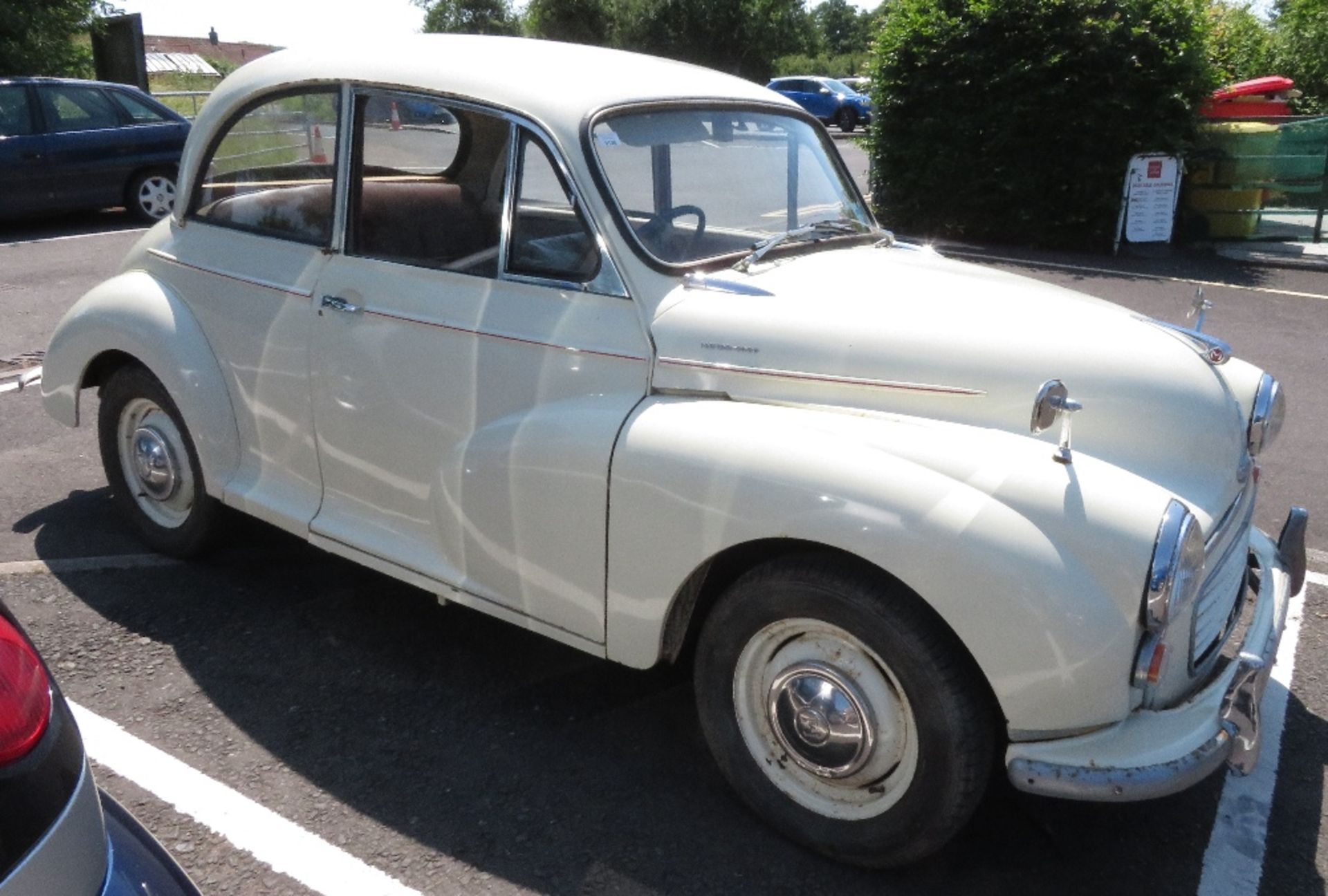 Lot 126 - Morris Minor Saloon, Reg no 293 FMJ, we have the keys & V5, this vehicle was driven in by the vendor