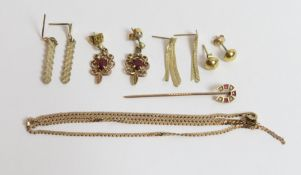 A broken 9 carat gold chain; with a 9 carat gold horseshoe stickpin; and four pairs of earrings