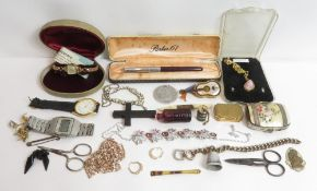 A quantity of assorted costume jewellery items