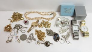 A small collection of costume jewellery items, housed in a jewellery case