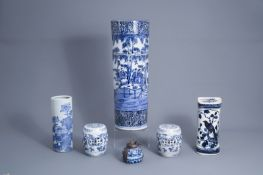 A varied collection of blue and white Chinese and Japanese porcelain, 19th/20th C.