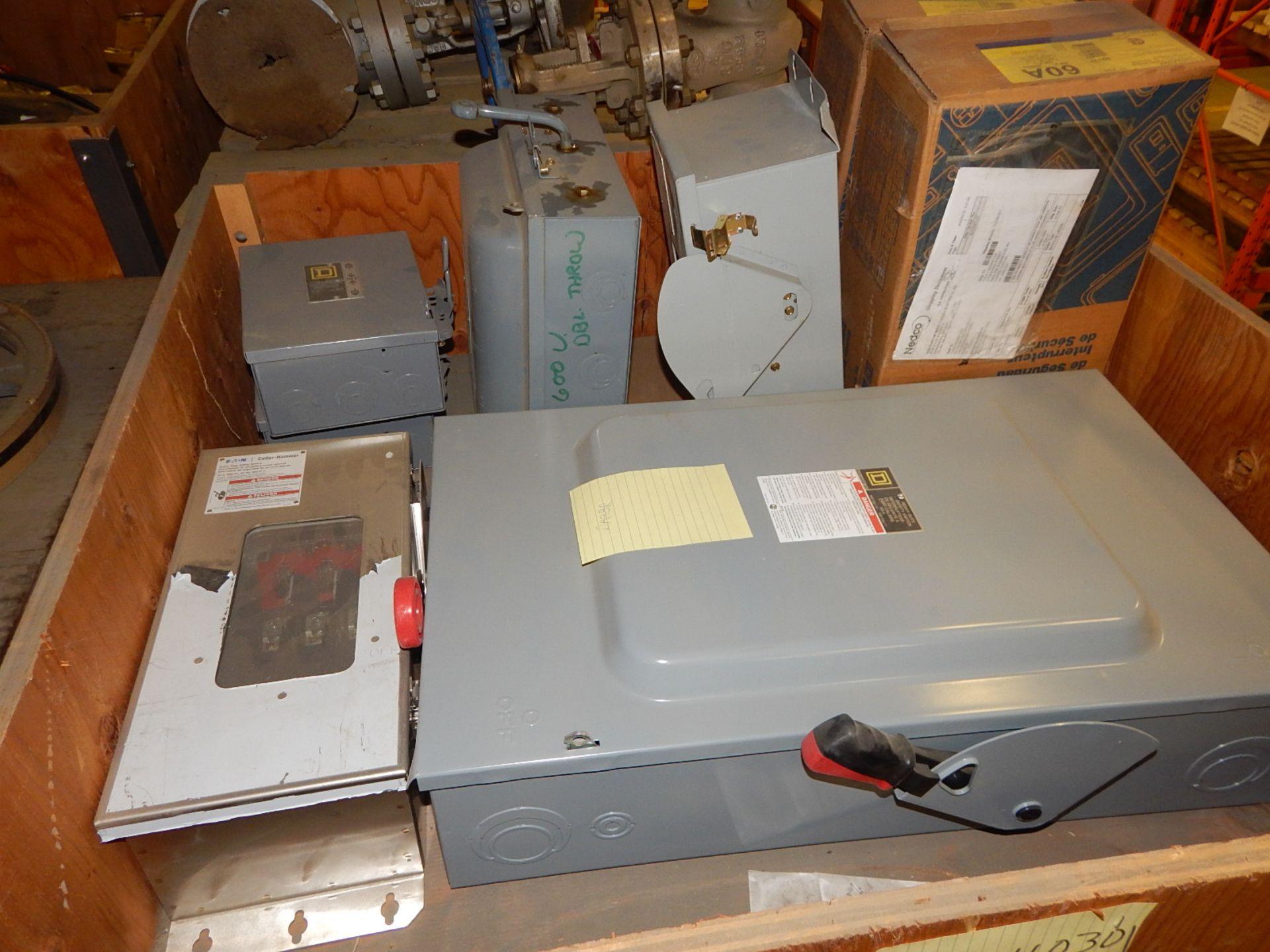 Lot 32 - LOT/ DISCONNECT BOXES (CMD)