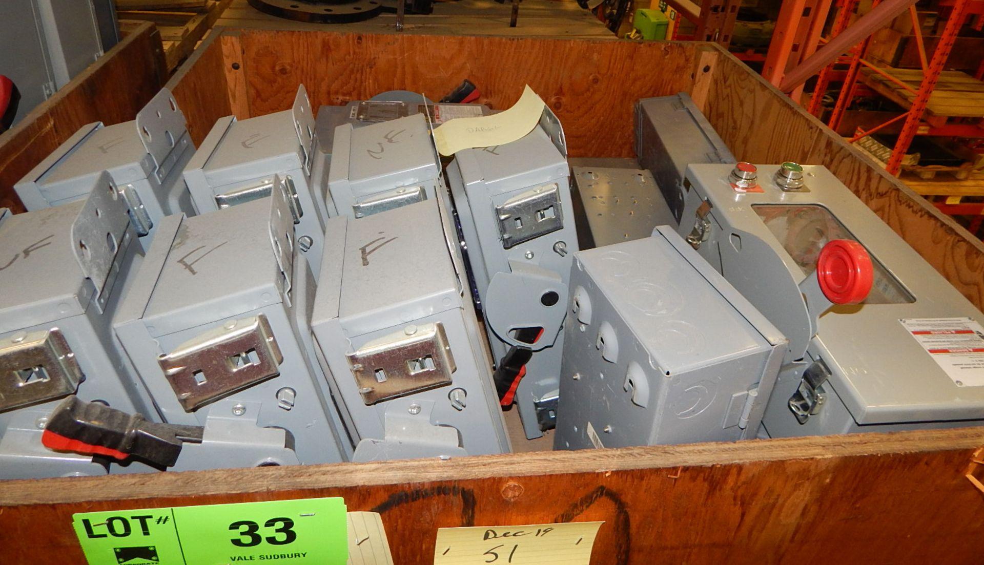 Lot 33 - LOT/ DISCONNECT BOXES (CMD)