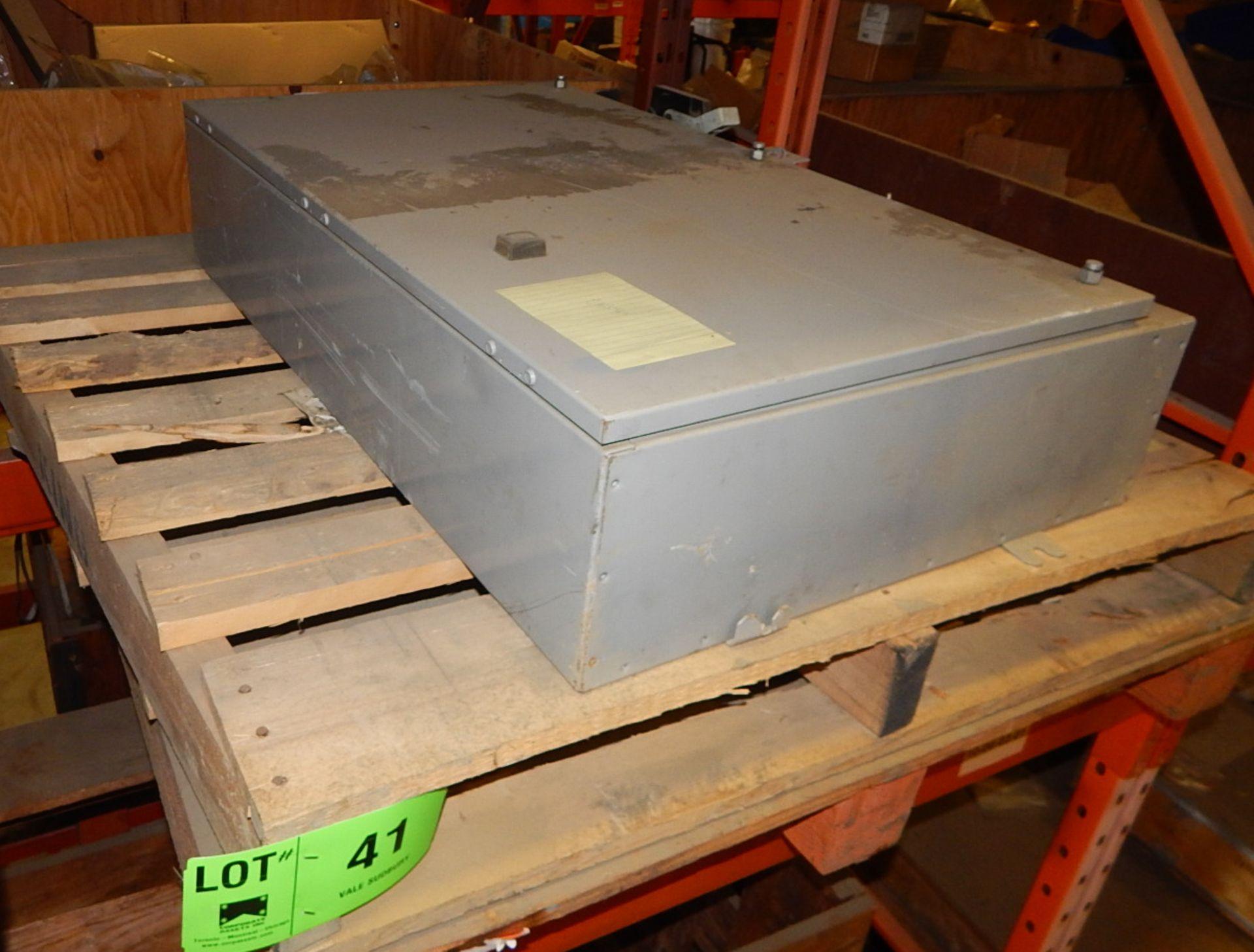 Lot 41 - LOT/ ELECTRICAL PANEL (CMD)