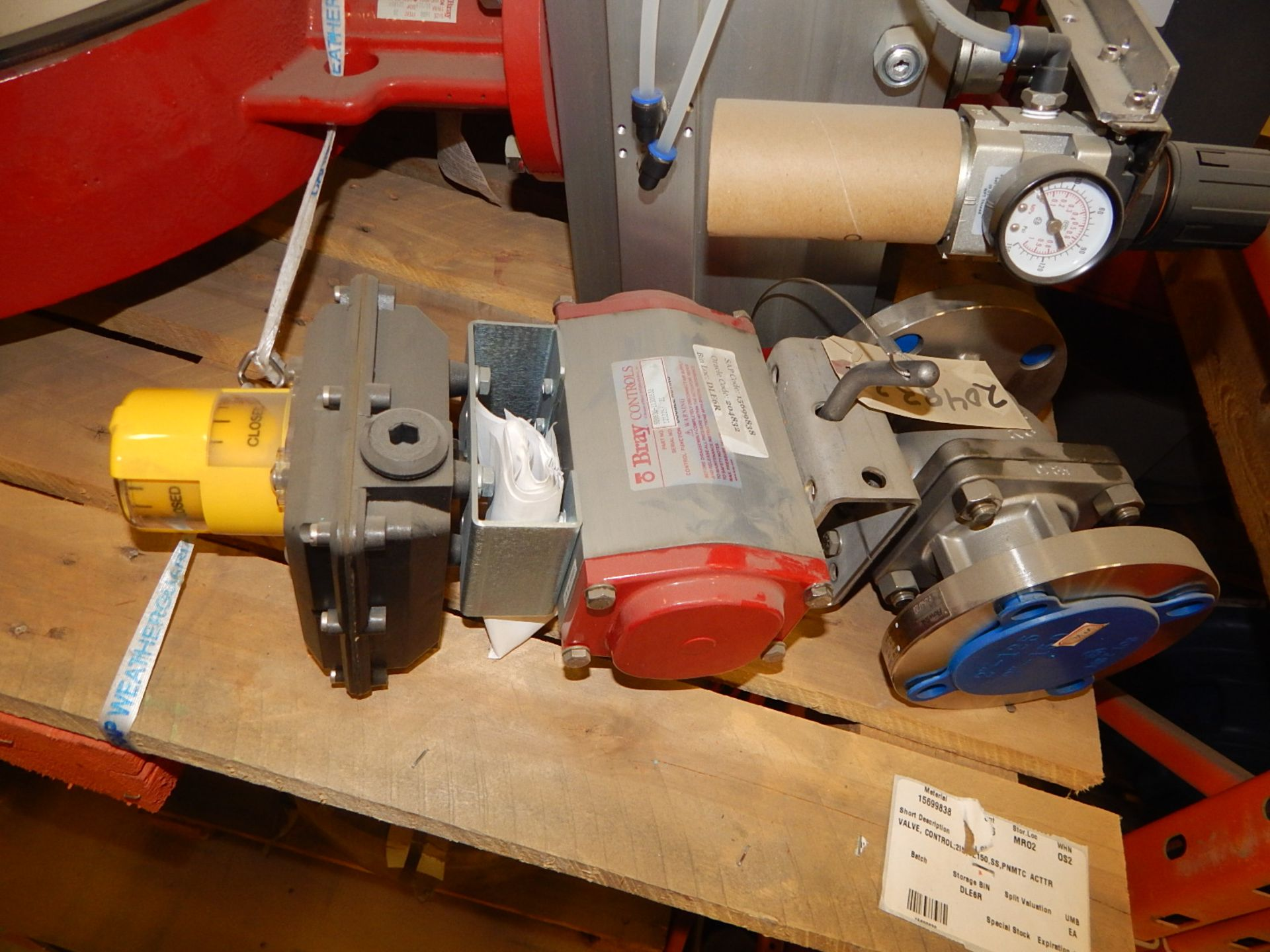 Lot 10 - LOT/ BRAY CONTROLS DOUBLE ACTING RELIEF VALVES (CMD)